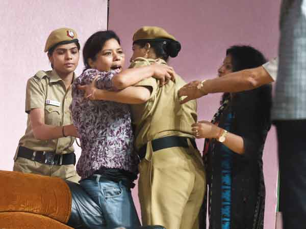 When Shatrughan Sinha called the female lead on stage, a woman from the audience pushed the cops aside and came up instead (BCCL)