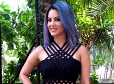 Sunny Leone colours her hair purple for reality TV show