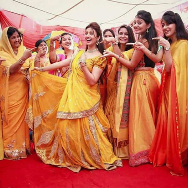 Divyanka Tripathi poses with friends and family