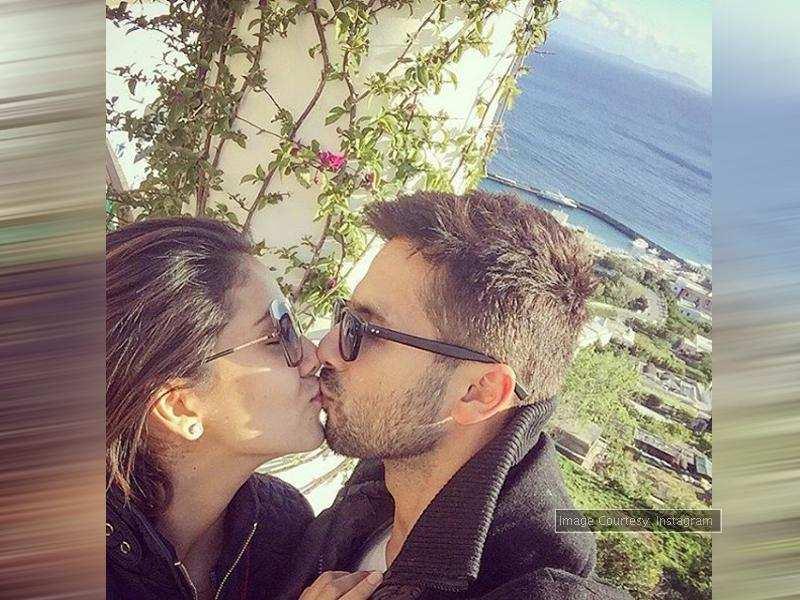 PIC: Shahid Kapoor-Mira Rajput's adorable kiss selfie