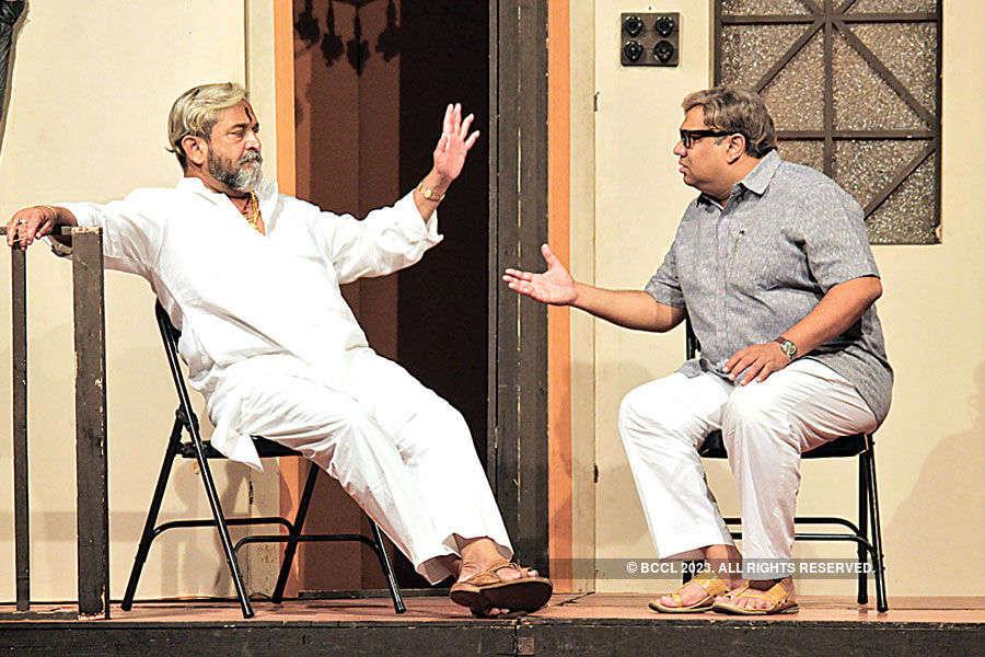 Vyakti aani Valli: A play