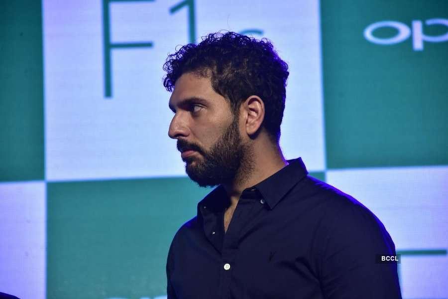 Sonam @ Oppo F1S smartphone Launch