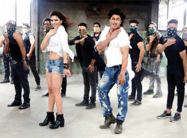 Vidyut Jamwal shows off his dancing skills