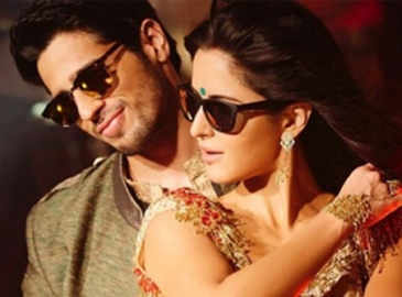 Sidharth, Katrina recreate 'Kala chashma' fever on US tour