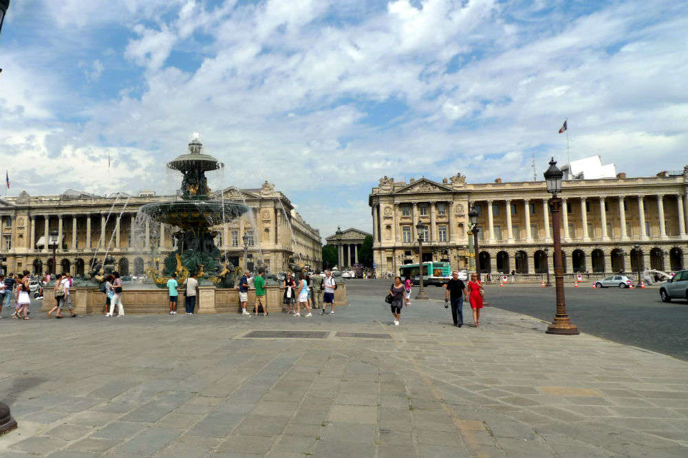 Go on top of the Grande Roue at the Place De La Concorde