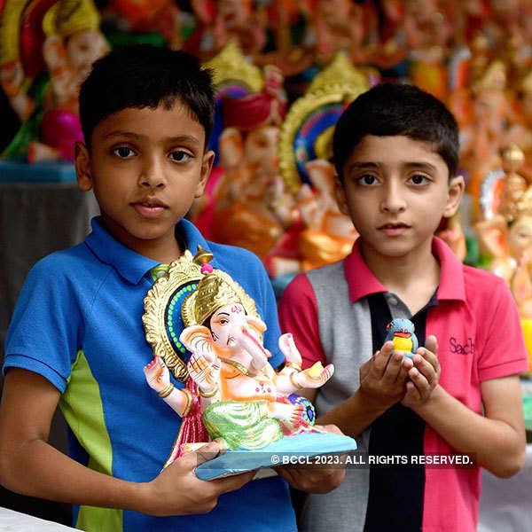 Maharashtra welcomes Lord Ganesha