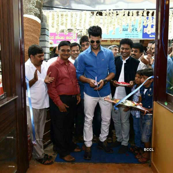 Rahul Rajasekharan inaugurates Food Court in Mangalore