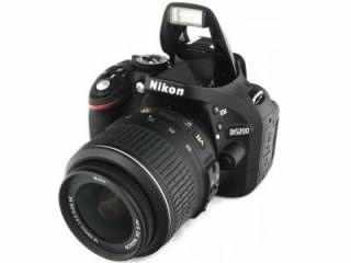 Nikon D5200 (AF-S 18-105mm VR Kit Lens) Digital SLR Camera