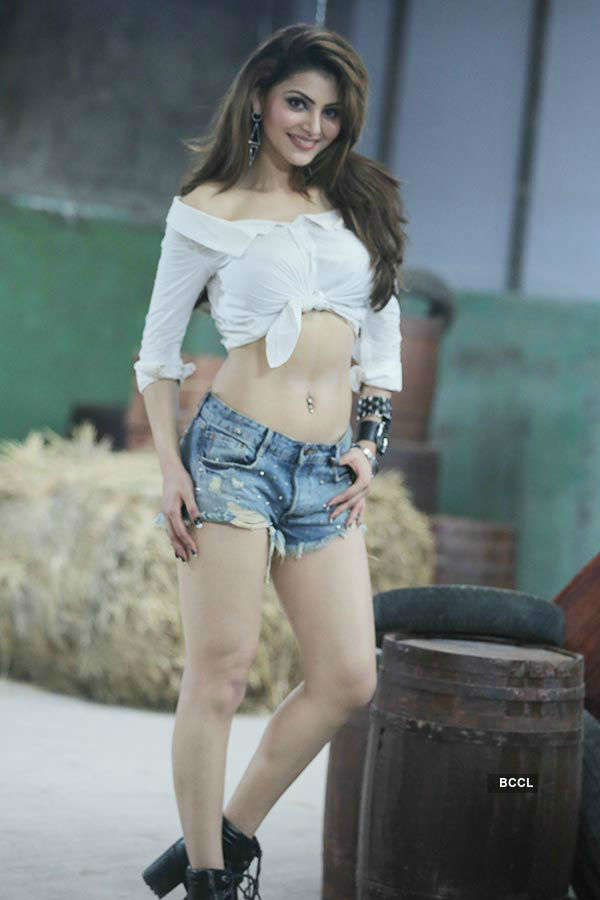 Urvashi's latest song video goes viral