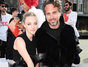 Amanda Seyfried engaged to co-star Thomas Sadoski