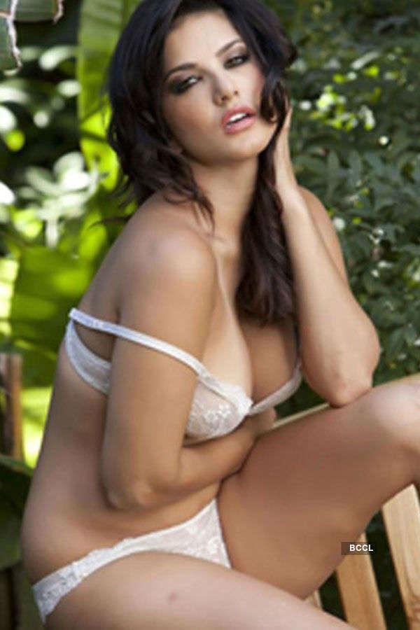 Sunny Leone Bikini Pics