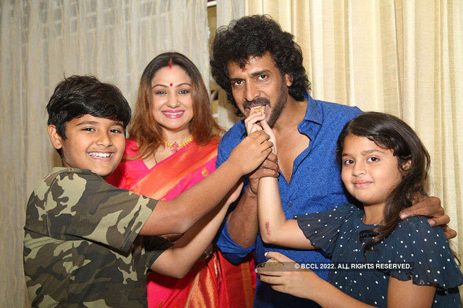 Upendra's b'day with family & fans