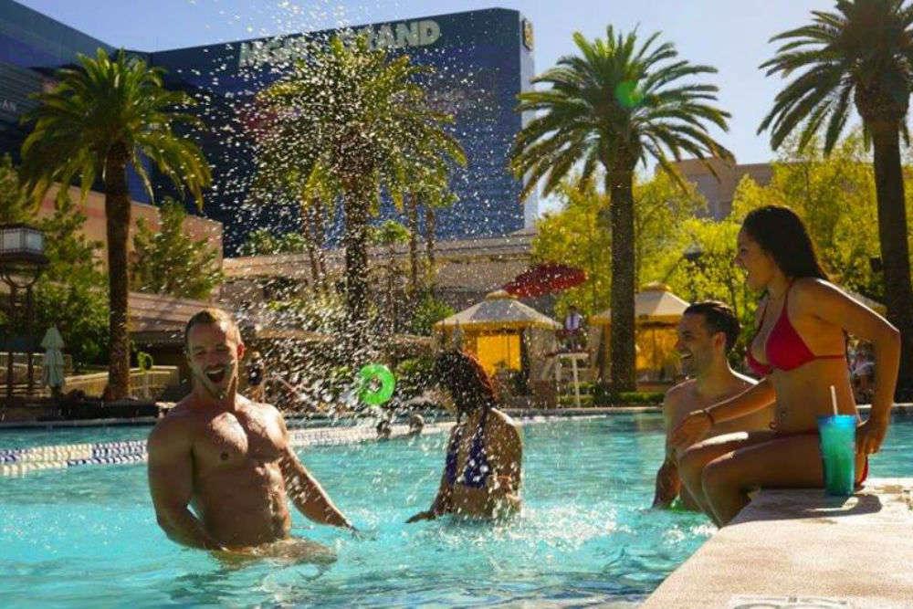 Grand Pool Complex