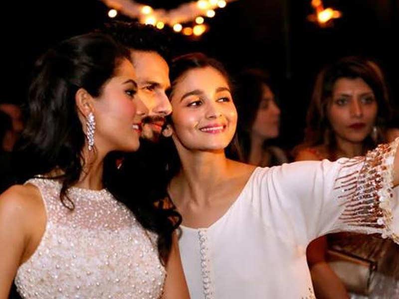 Alia Bhatt drops by at Shahid Kapoor's residence to meet Misha!
