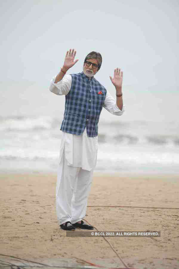 Amitabh Bachchan promotes cleanliness drive