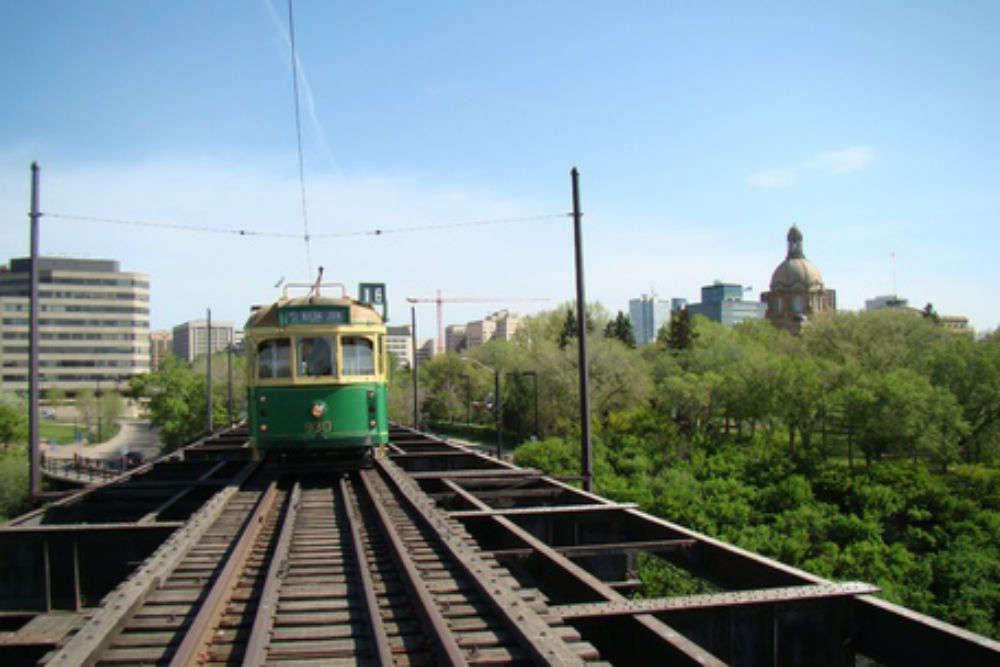 Ride the high-level Bridge Streetcar