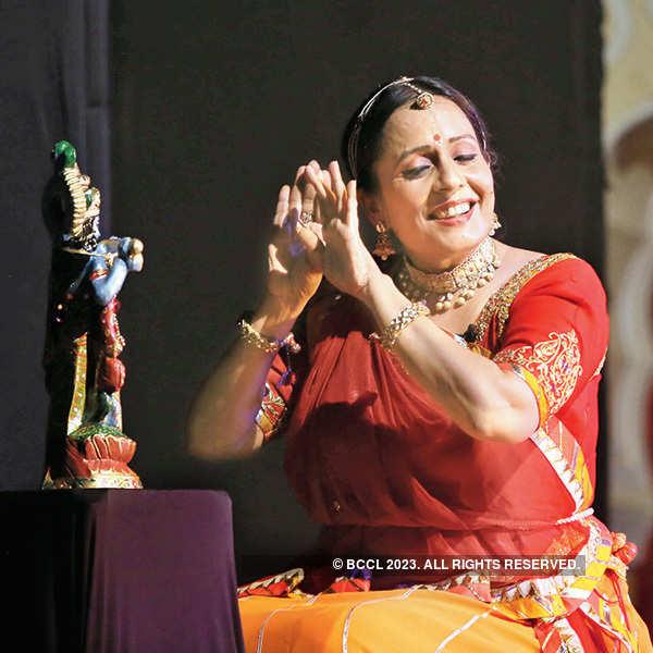 Main Hun Meera: A play