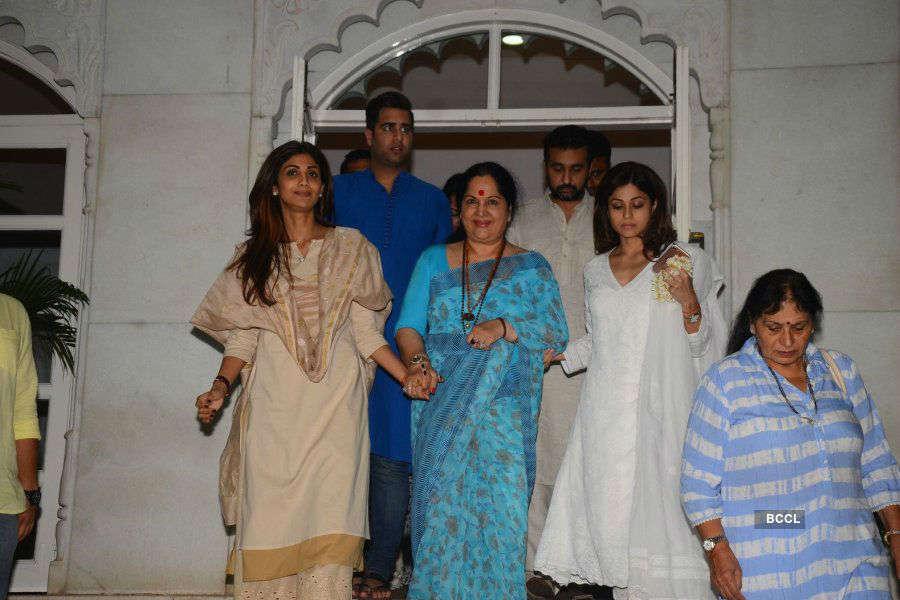 Prayer meeting of Shilpa Shetty's father