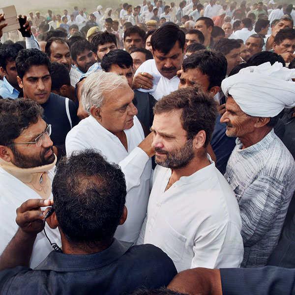 Rahul, Kejriwal attend ex-jawan's funeral