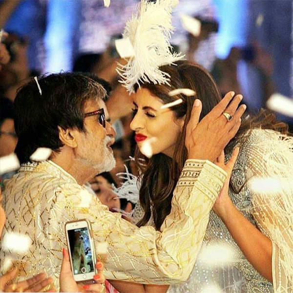 Amitabh Bachchan hugs daughter Shweta Nanda
