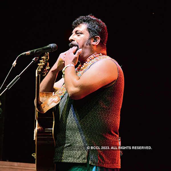 Farhan, Shraddha perform in the city