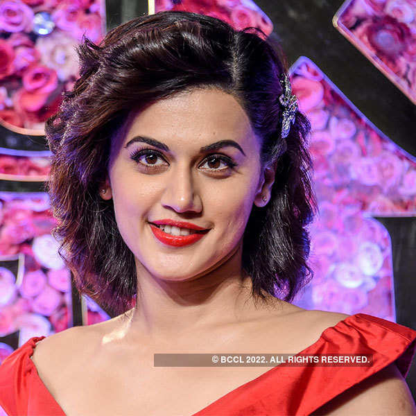Bollywood celebrities shine bright at an award show