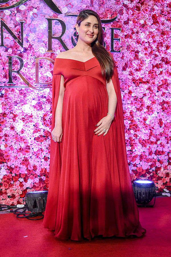 Kareena Kapoor Khan flaunts her baby bump