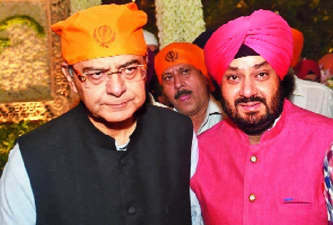 Finance Minister Arun Jaitley (L) and RS Jaura (BCCL)