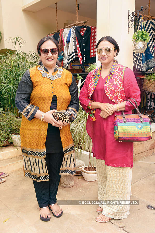 Socialites attend party