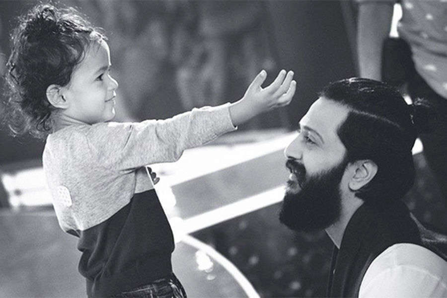 Photos of famous celebrities with their kids