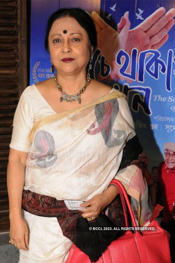 Benche Thakar Gaan: Premiere