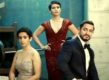 Aamir Khan dines with his on-screen daughters