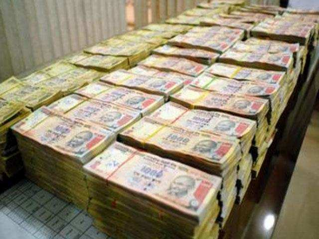 Rs 90 crore in cash, 100kg of gold seized in I-T raids at 8 locations in  Chennai