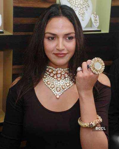 Esha at Boutique launch