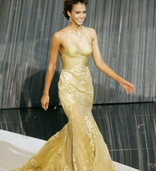 Plunging necklines rule Oscars