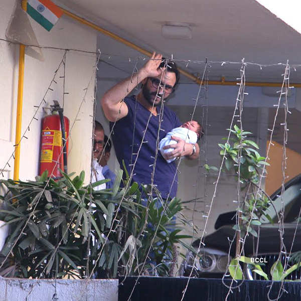 Kareena-Saif blessed with a baby boy