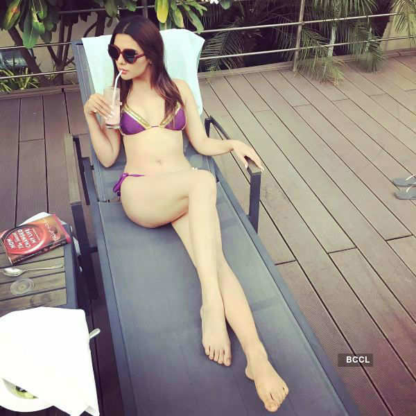 Ruhi Singh welcomes holiday season in style