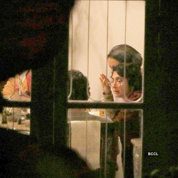 Aamir, Kiran's wedding anniversary