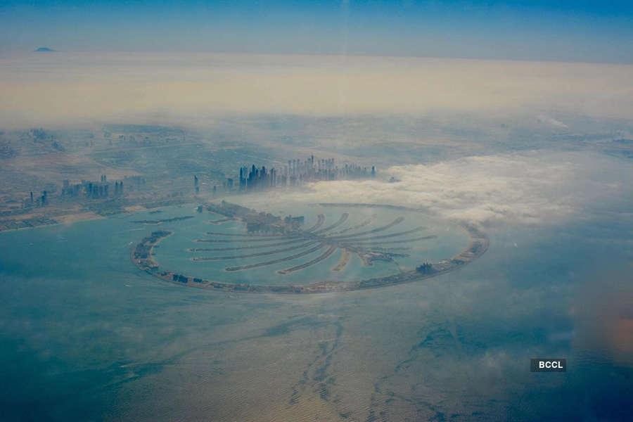 Breathtaking photos of Burj Khalifa undeterred by the fog, through a pilot's lens.