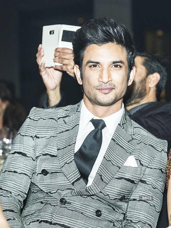 Sushant Singh Rajput lives his SRK-fan moment!