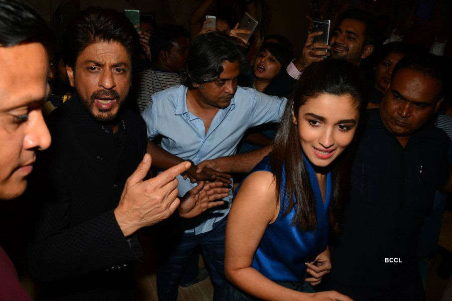 SRK, Alia support 100 pedriatic surgeries