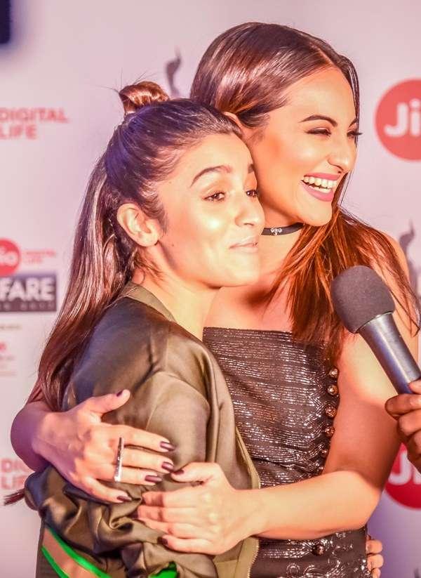 Sonakshi Sinha cuddled up to Alia Bhatt
