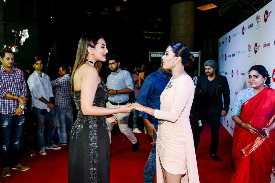 Sonakshi Sinha and Swara Bhaskar locked in lively conversation