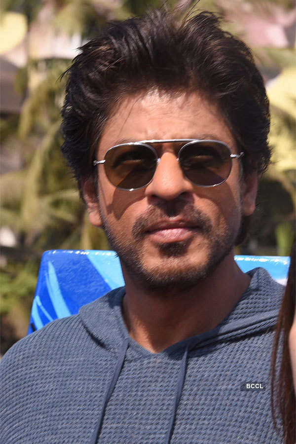 SRK launches sculpture #Bandra