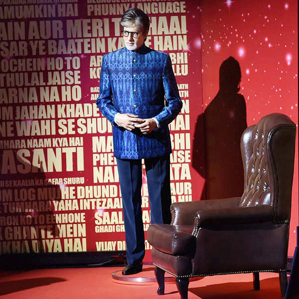 Big-B misunderstands his wax statue at Madam Tussauds