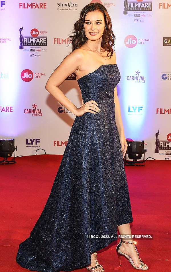 62nd Jio Filmfare Awards: Divas dressed to impress the fashion police