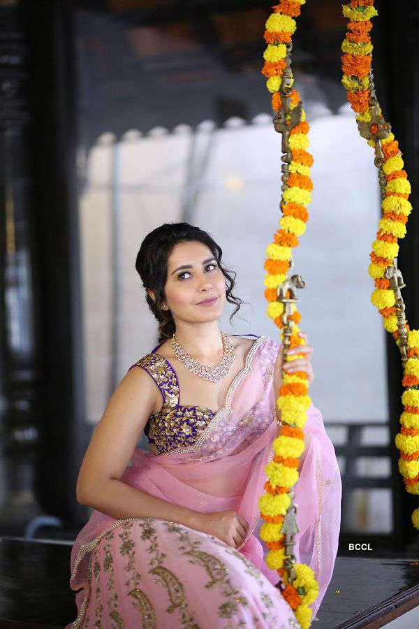 Raashi Khanna's Portfolio Pics