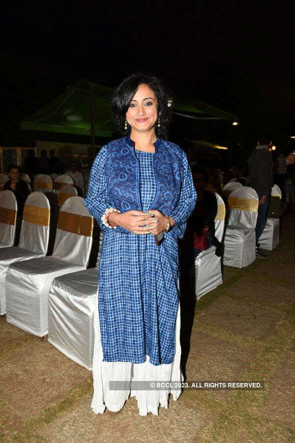 Big B launches Bhawana Somaaya's book