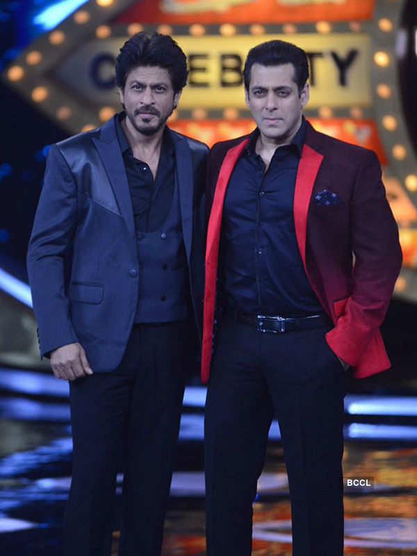 SRK, Sunny Leone promote Raees on Bigg Boss 10