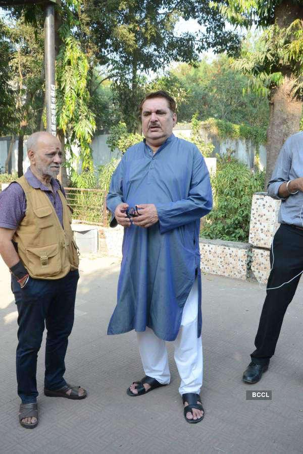 Funeral of lyricist Naqsh Lyallpuri